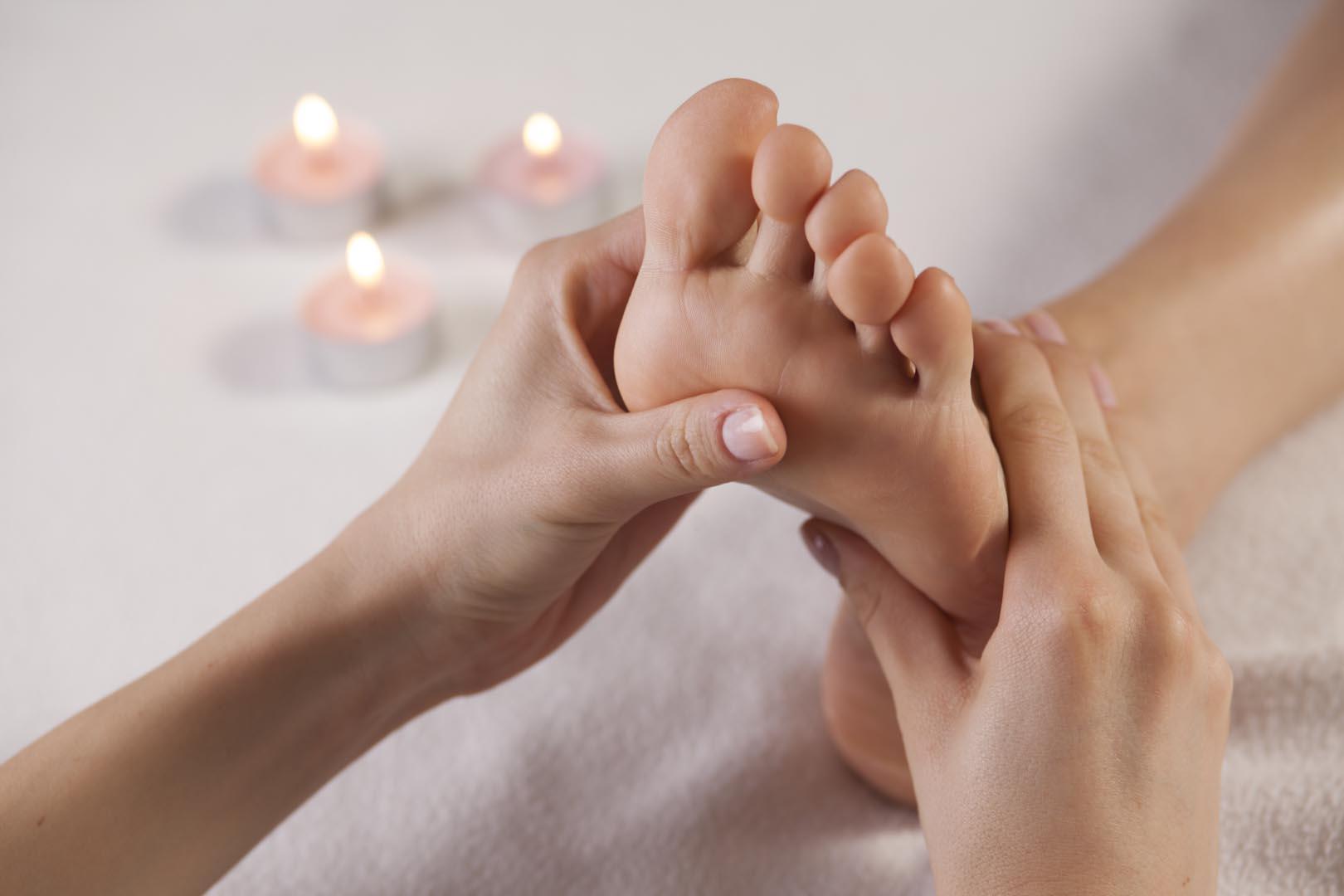 bilde av føtter som blir massert